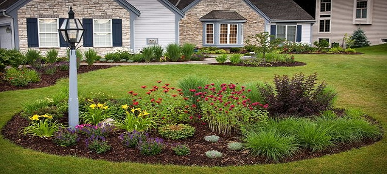 5 Easy Ways to Decorate Your Lawn for the Holidays